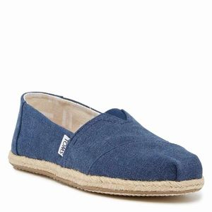 TOMS navy canvas slip on sneakers in size 8.5